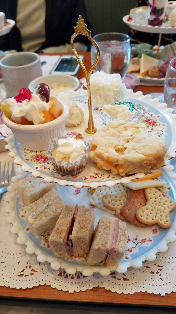 Strawberry Tree Gift Shop & Tea Room: 578 State St, Curwensville, PA