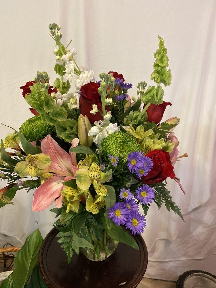 Adams Flower Shop: 2950 Old Cornelia Hwy, Gainesville, GA