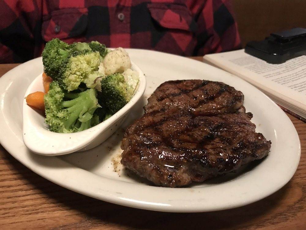 Colton's Steakhouse & Grill: 2114 N Westwood Blvd, Poplar Bluff, MO