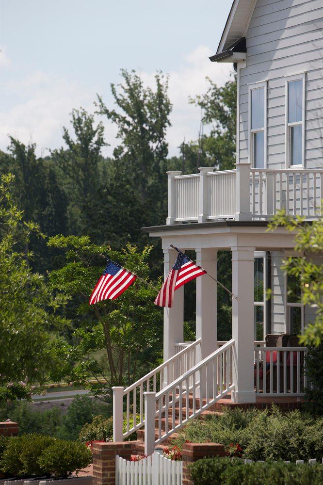 Potomac Shores Recreation Center: 1801 Potomac Shores Pkwy, Dumfries, VA