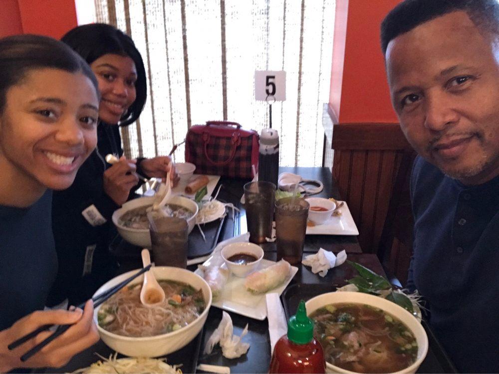 Lulu's Gourmet: 13600 Baltimore Ave, Laurel, MD