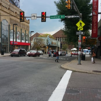 The Shops at 69th Street is located at the corner of 69th St. & Market St. & Walnut St., Upper Darby. It is a Lifestyle/Specialty Center which opened in n/a. It is an Open shopping mall.
