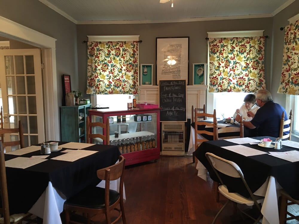 The Cottage Tea Room: 109 E Washington St, Aberdeen, MS