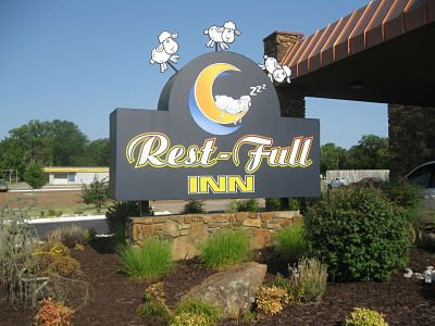 Rest-Full Inn: 820 E 11th St, Coffeyville, KS