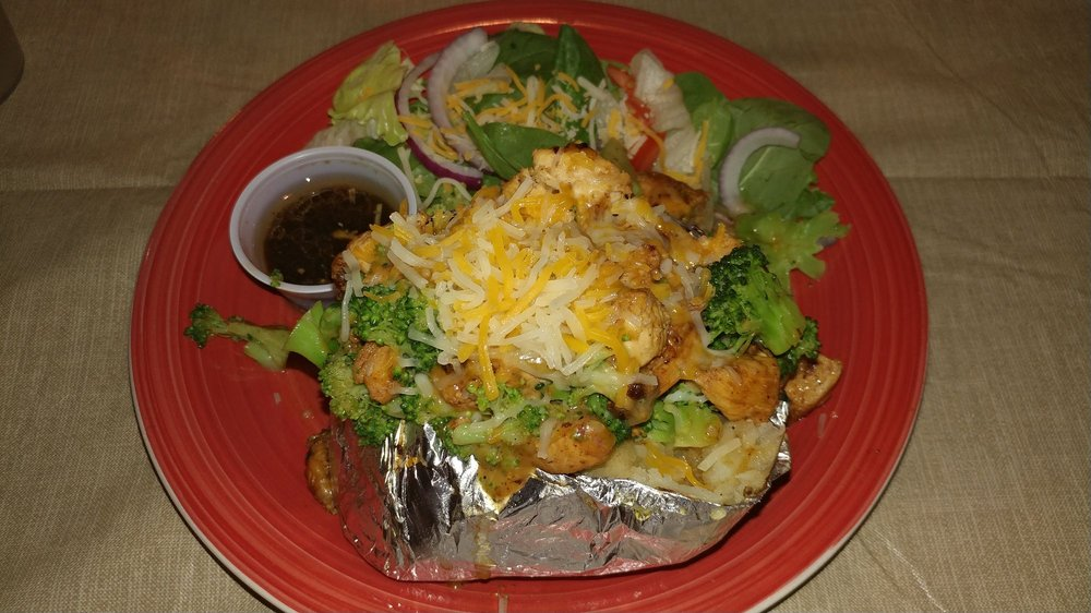 West Shore Grill: 564 County Road 1801, Clifton, TX