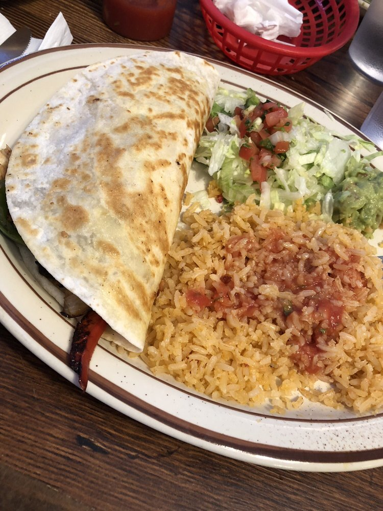 Fiesta Brava Mexican Restaurant: 625 S 10th Ave, Broken Bow, NE