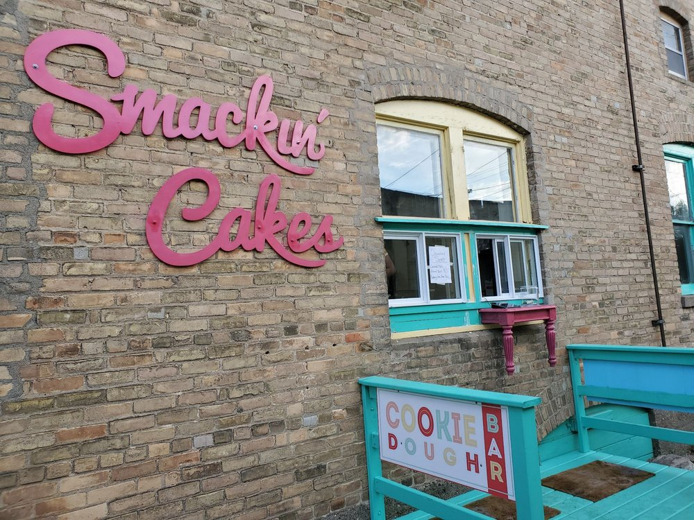 Smackin Cakes: 114 Lake Ave S, Battle Lake, MN