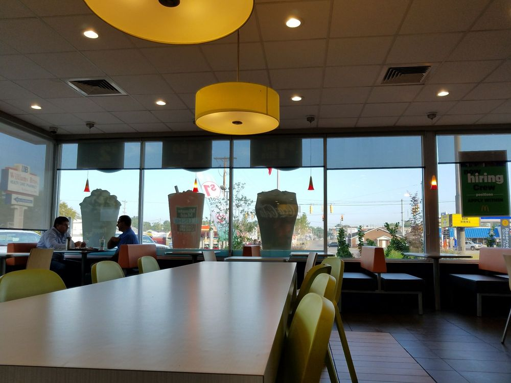 McDonald's: 106 E Broadway, Loogootee, IN