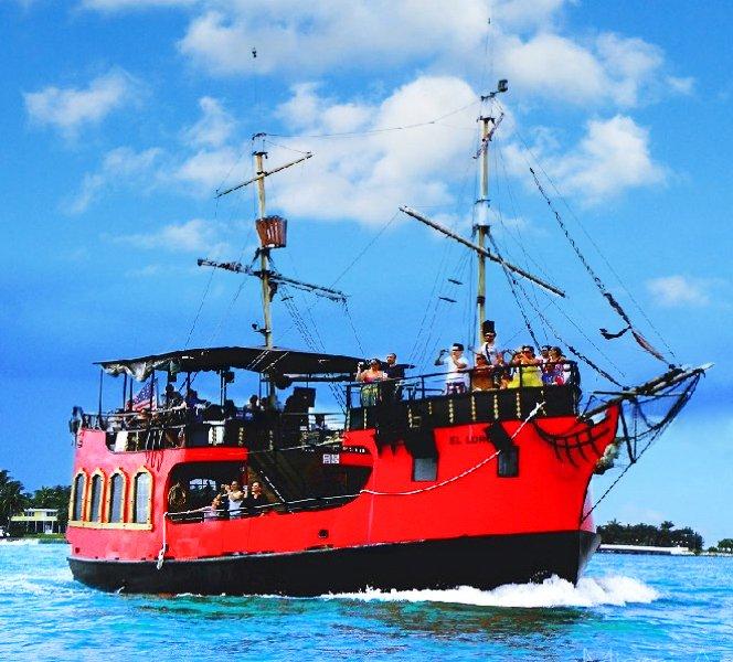 Miami Aqua Tours: 401 Biscayne Blvd, Miami, FL