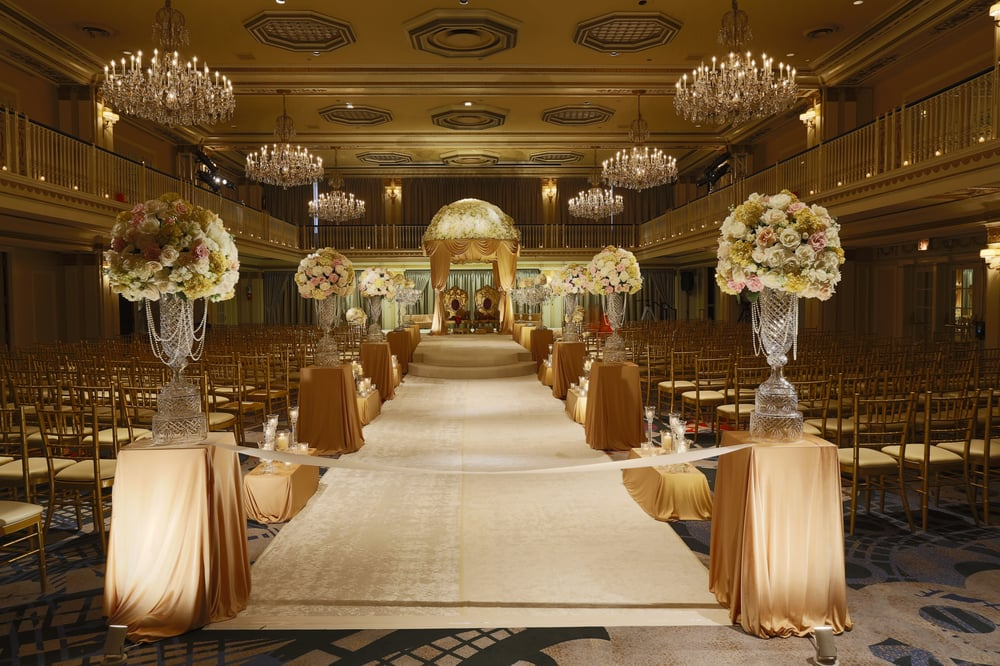 Wedding flowers and decoration for indian wedding ceremony for Hotel wedding decor