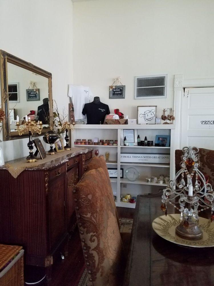 Munzesheimer Manor: 202 N Newsom St, Mineola, TX
