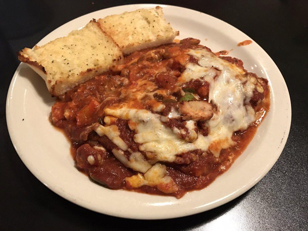 Mama Digrado's Pasta & Pizza: 2500 S Center St, Marshalltown, IA