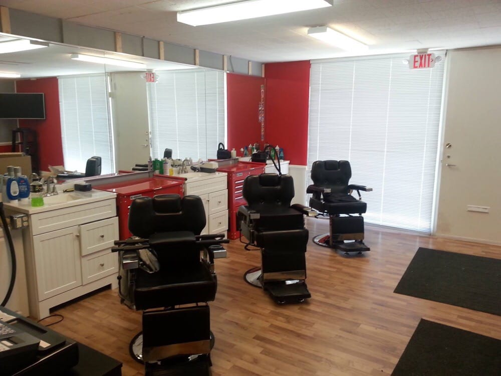 Kyle and Romito's Barber Shop: 8915 Mentor Ave, Mentor, OH