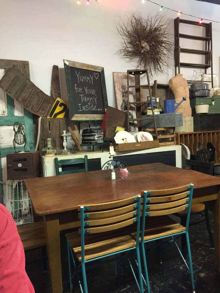 The Tea Room: 114 W North Streer, Uvalde, TX