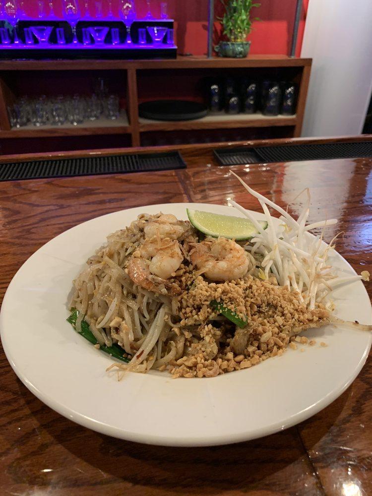 Erawan Thai Kitchen: 38 S Aurora Rd, Aurora, OH