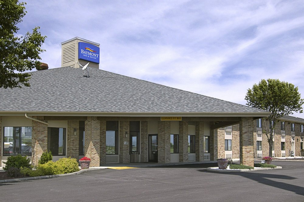Baymont by Wyndham Tuscola: 1006 E Southline Rd, Tuscola, IL