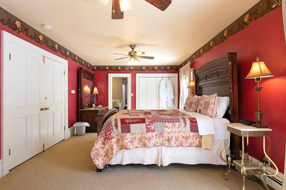 Rose Street Bed & Breakfast: 200 Rose St, Georgetown, CO