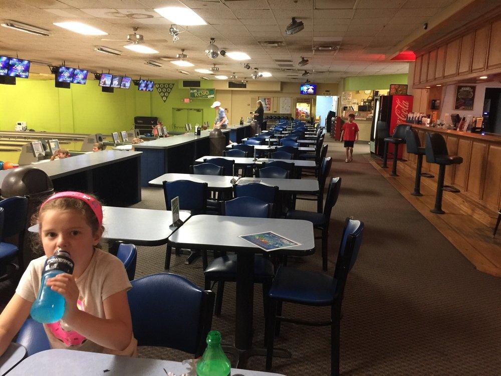 Laru Bowling Lanes: 2443 Alexandria Pike, Highland Heights, KY