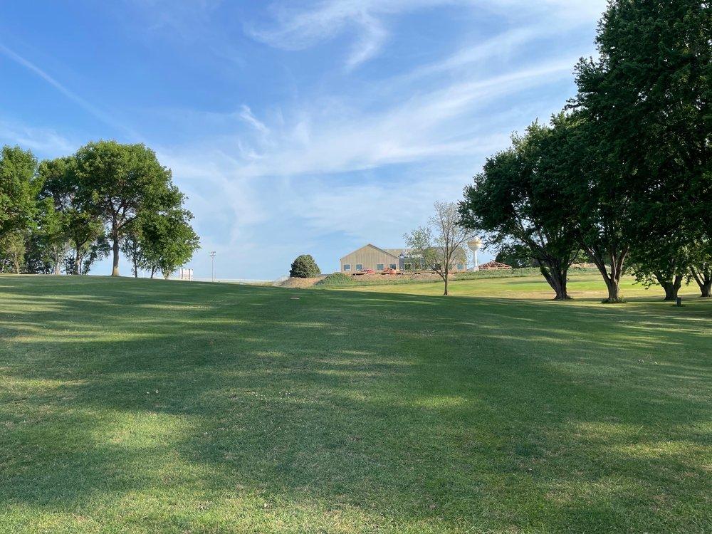 Alcester Golf Club: Alcester, SD