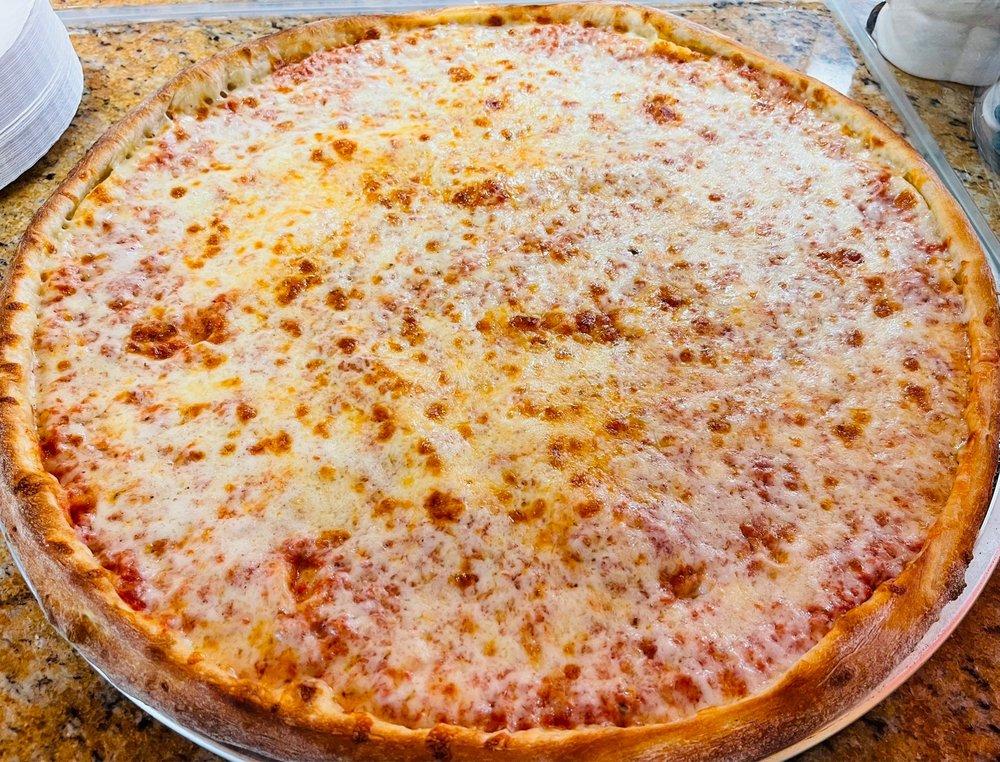 Familia Pizza: 739 Linden St, Bethlehem, PA