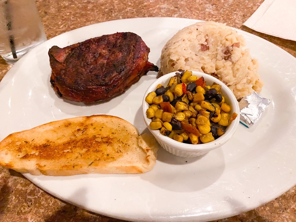 The Smokin' Oak Rotisserie & Grill: 4243 Hwy 61, Red Wing, MN