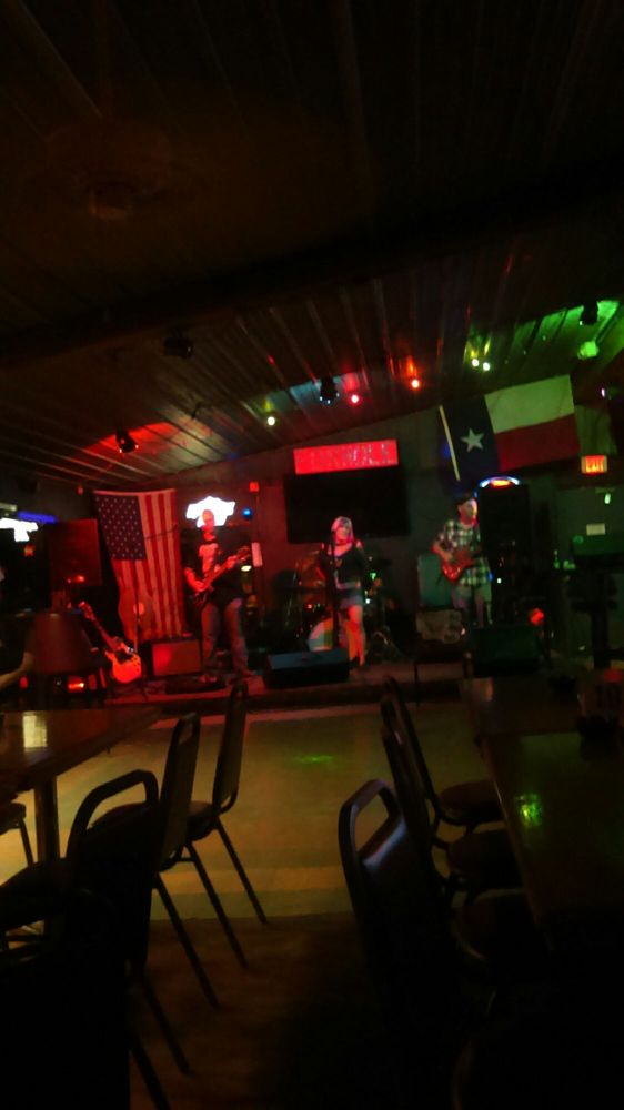 Foxhole Bar and Grill: 1433 E TX-276, West Tawakoni, TX