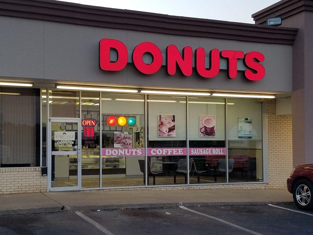 Sprinkle Donuts: 1307 State Hwy 16 S, Graham, TX