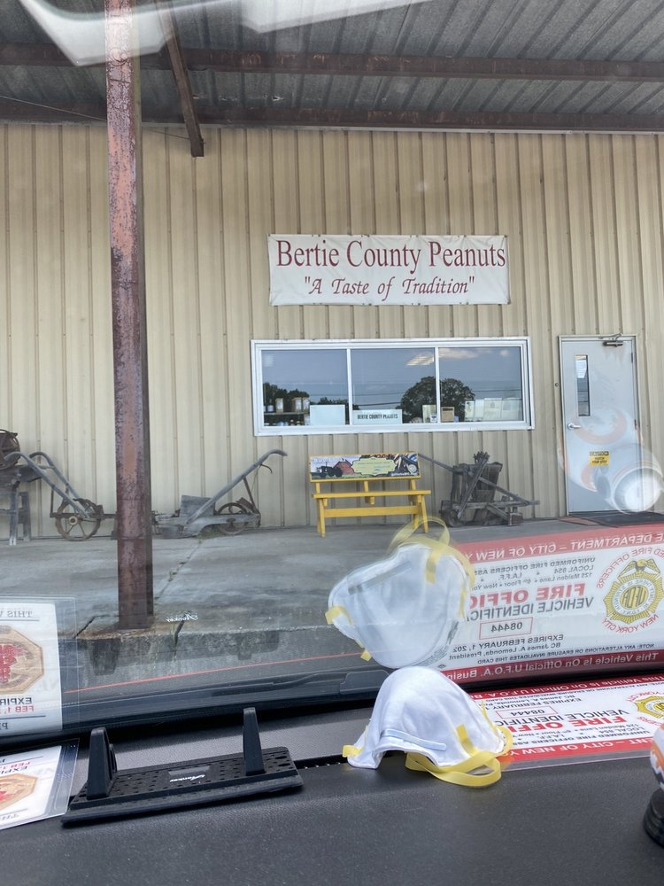 Bertie County Peanuts: 217 US Hwy 13 N, Windsor, NC