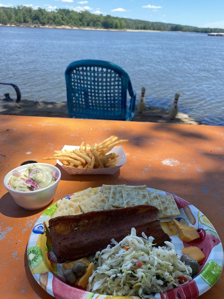 Fish Shack: 531 S River Park Dr, Guttenberg, IA