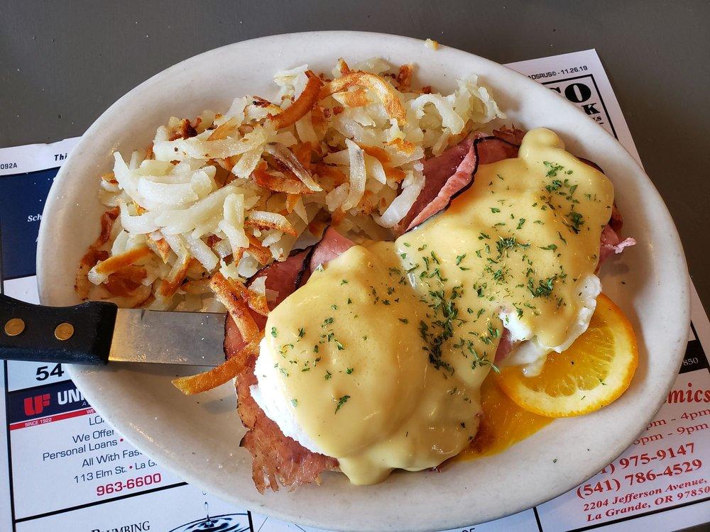 The Smokehouse Restaurant: 2208 Adams Ave, La Grande, OR