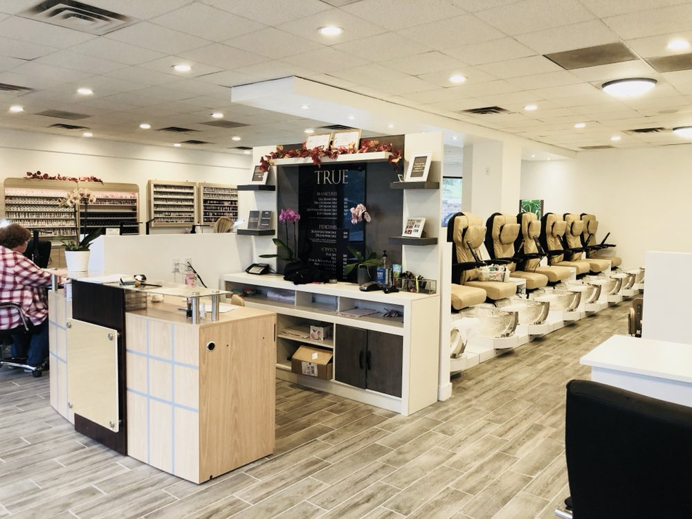 True Nail Studio: 13808 W Maple Rd, Omaha, NE