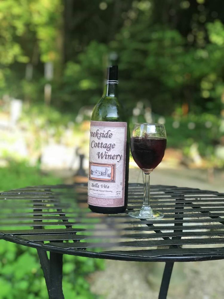 Creekside Cottage Winery: 8818 Cleveland Ave SE, Magnolia, OH