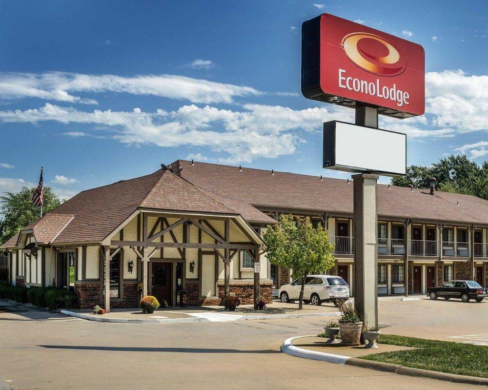 Econo Lodge University: 2525 W 6th St, Lawrence, KS