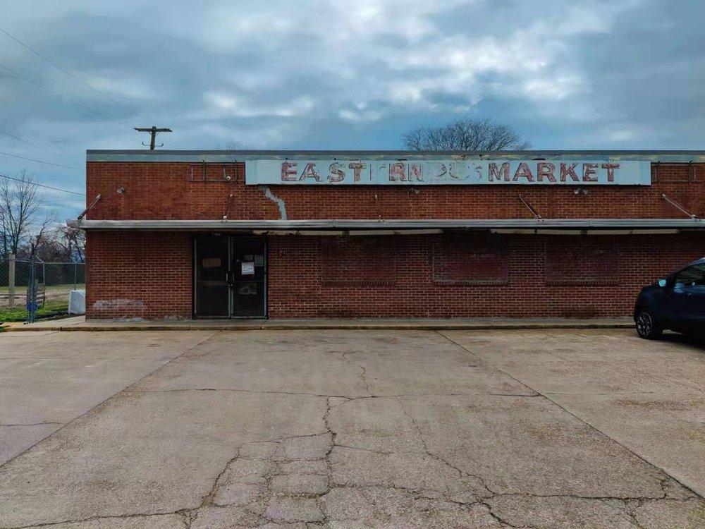 Eastern Market: 2206 Carrollton Ave, Greenwood, MS