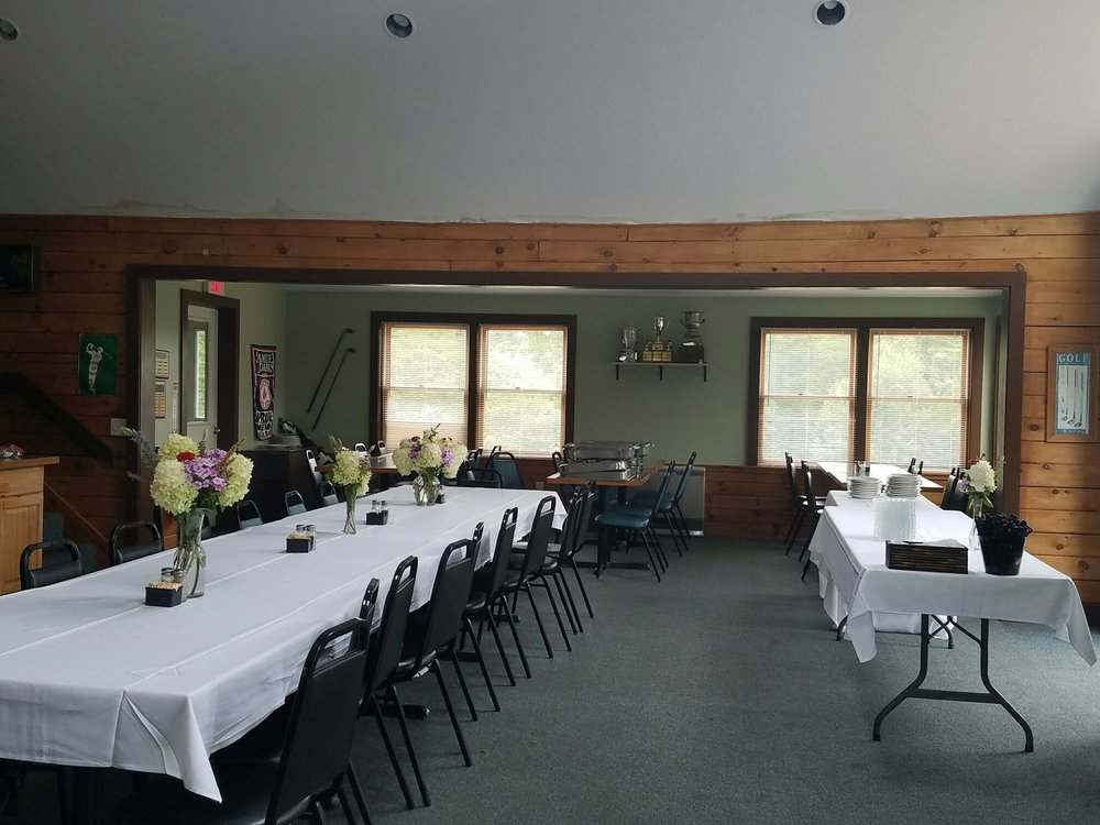 Out of Bounds Sports Pub and Restaurant: Loudon Country Club, Loudon, NH