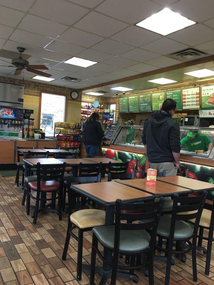 Subway: 35 W Broad St, Pataskala, OH