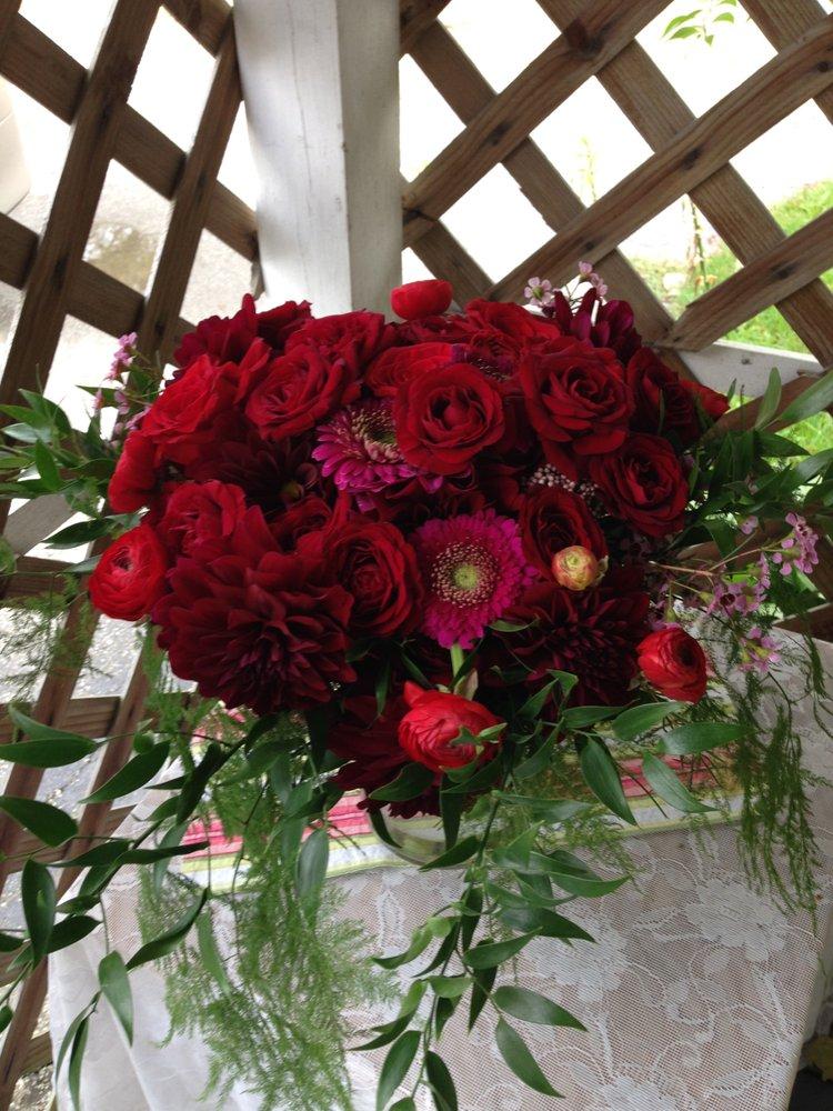 Pink Shutter Flower Shop: 29 Evergreen Ln, East Montpelier, VT
