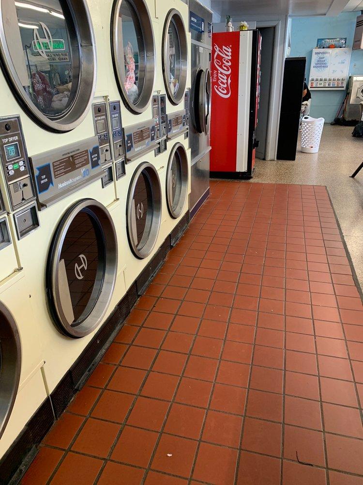 Washtub Laundry Mat: 2809 E Midlothian Blvd, Struthers, OH
