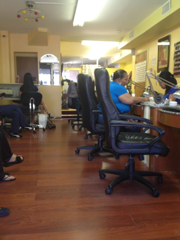 Fairmount nail salon 24 reviews nail salon for 24 nail salon nyc
