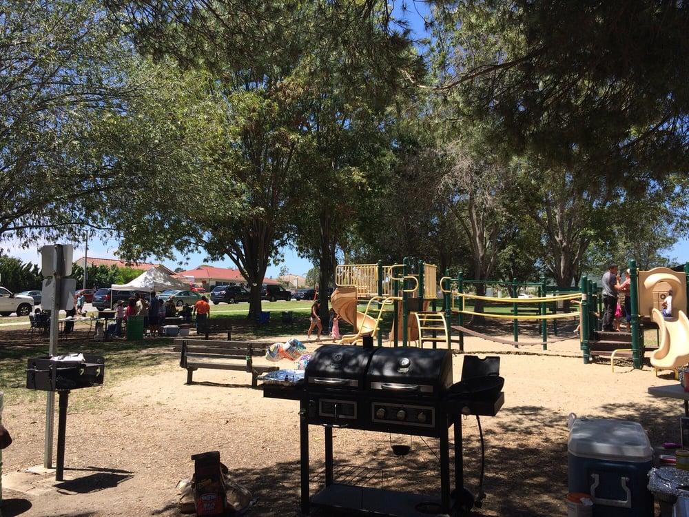 Hobert Park: Telegraph Rd And S Petit Ave, San Buenaventura (Ventura), CA