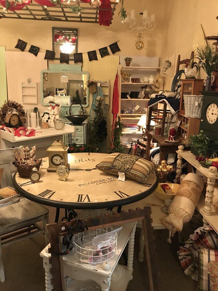 Cozy Cottage: 9385 State Rd, Millington, MI