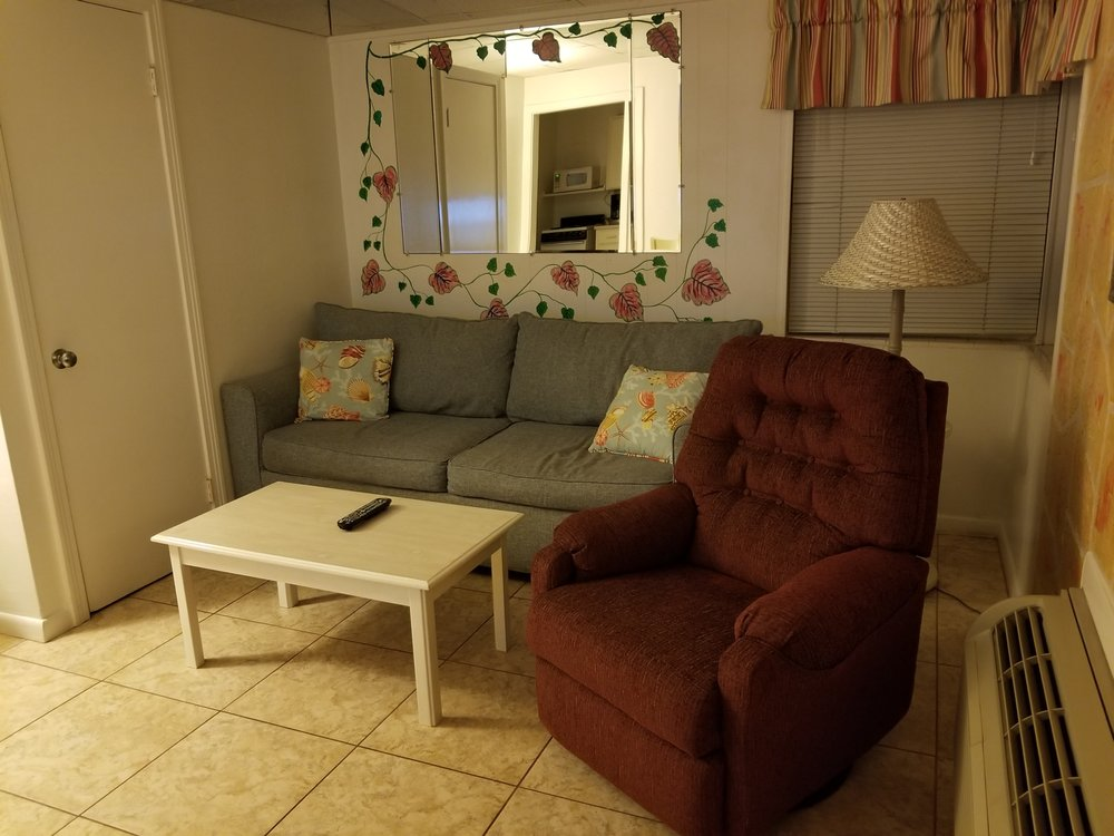 Tropical Manor Motel
