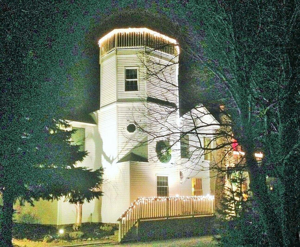 Sunnyside Tower B & B Inn: 3612 NW Catawba Rd, Port Clinton, OH