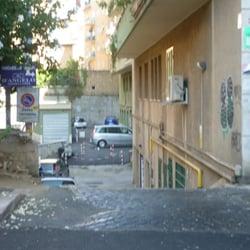 Centro moto jenner officina riparazione moto via for Officina moto italia
