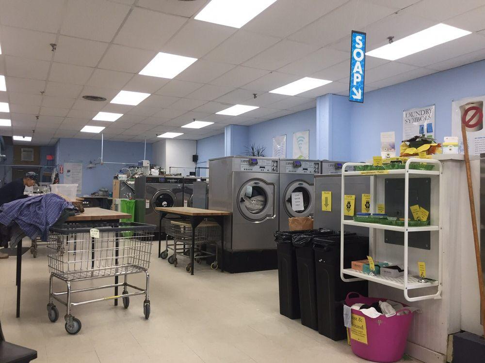 Clean Bee Laundry: 83 Elm St, Camden, ME