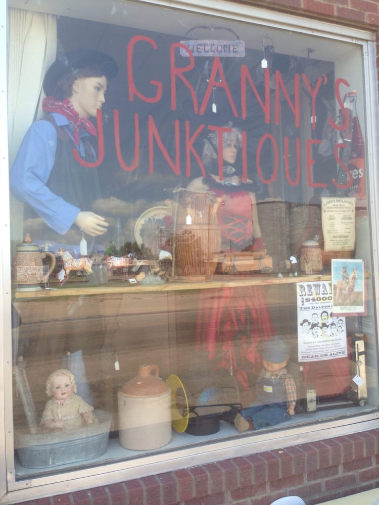 Granny's Junktiques: 427 27th St, Wilson, KS