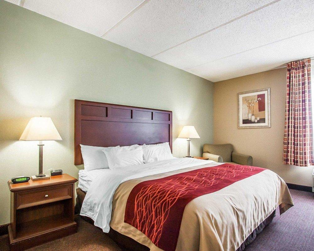 Comfort Inn: 1085 East Christie Drive, Dickson, TN