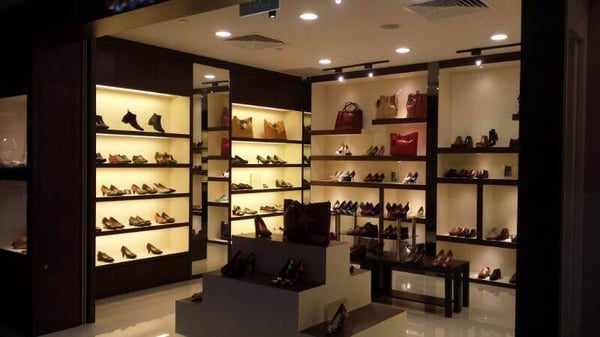 348d921665d5de Carl   Oak - Leather Shops - One Raffles Place