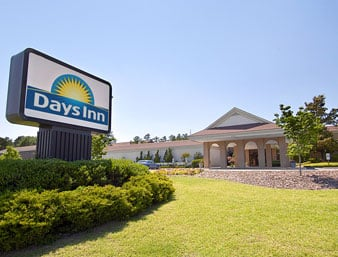 Days Inn & Conf Center by Wyndham Southern Pines Pinehurst: 805 South West Service Road, Southern Pines, NC