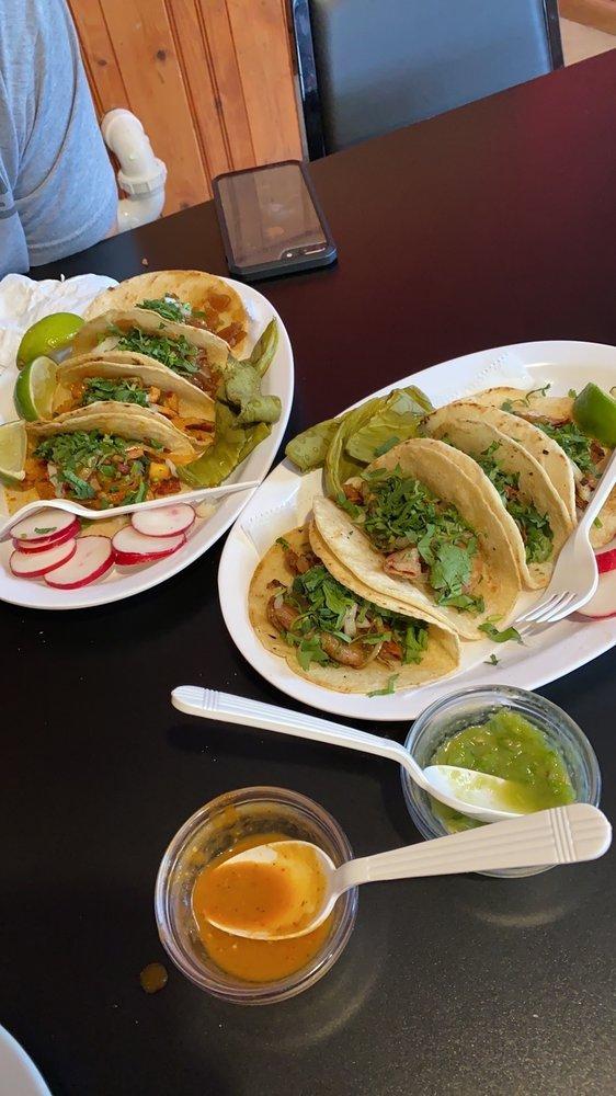 Food from Taqueria el mexicanito restaurant